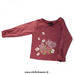 Tee-shirt rose avec des fleurs